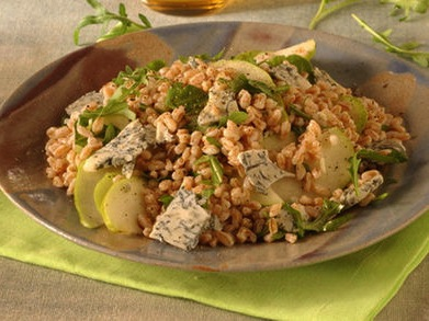 Салат из полбы и груш