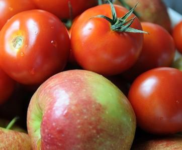 Фруктовый салат с помидорами