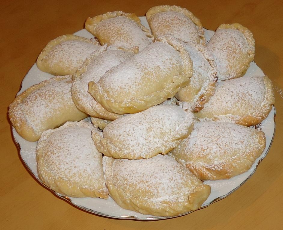 Пирожки из простого слоеного теста