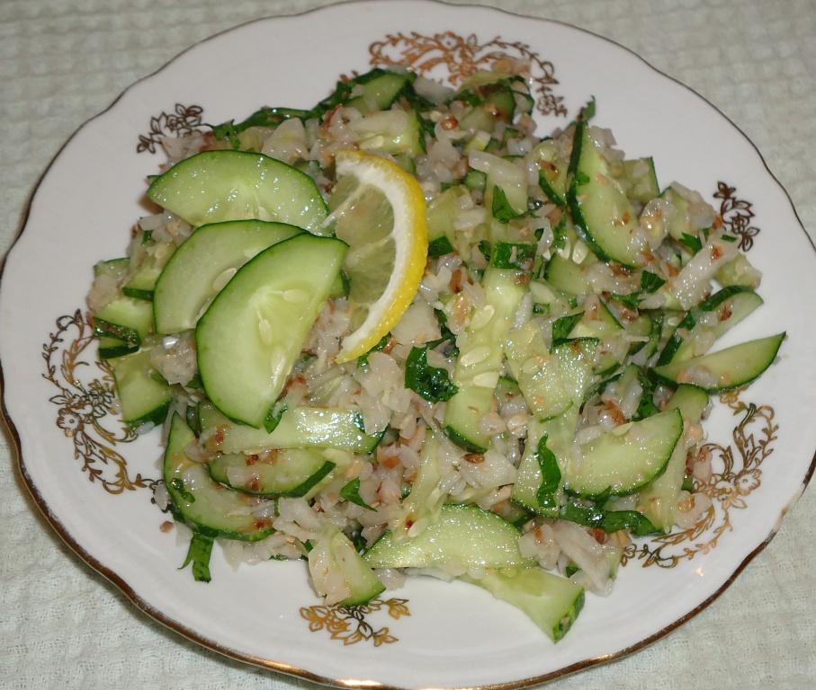 Салат с гречневой кашей