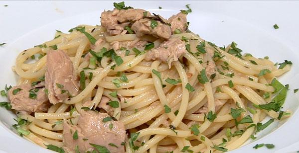 Спагетти с тунцом в белом соусе