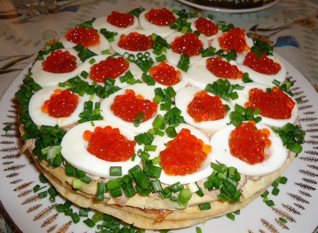 Закусочный торт с рыбными продуктами