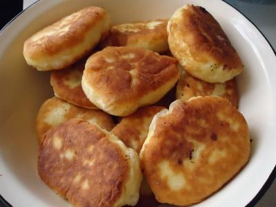 Пирожки с вишнями жареные